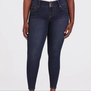 Torrid Premium Jeans Jegging Dark Wash size 26 R